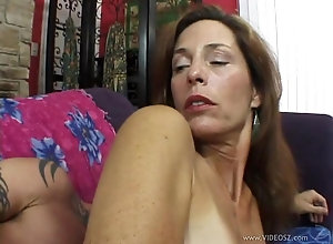 Mature cougar wants to be fucked right up the ass