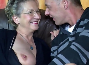 Inked stud bangs short haired mom's twat on the couch
