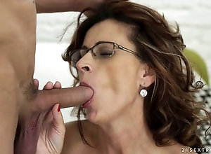 Amateur milf loves riding cock